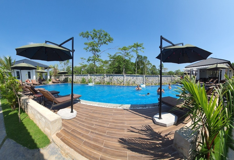 CoCo Village Resort, Phu Quoc, Family Room, Pool View, Sundeck