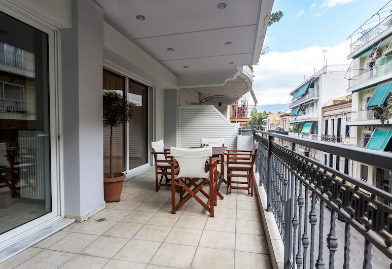 Spacious 2 bedroom apartment in Thessio, Ateena, Huoneisto, Parveke
