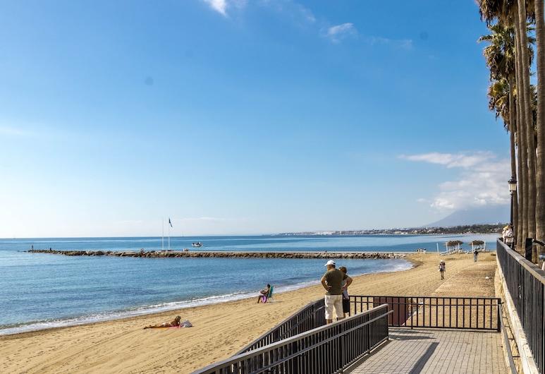 Apartment with Panoramic Sea Views and Balcony, Marbella, Strand