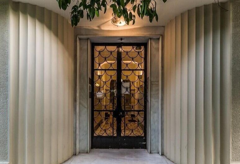 Classy Kolonaki Apartment - 2 Bedrooms, Athens, Pintu masuk hartanah