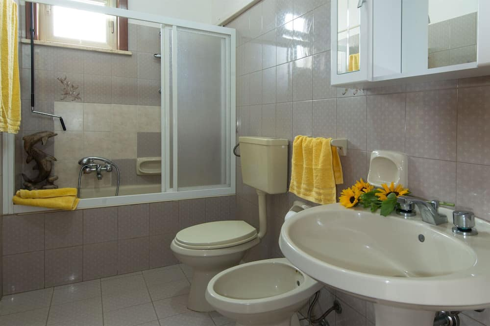 Apartment, 1 Bedroom (3) - Bathroom