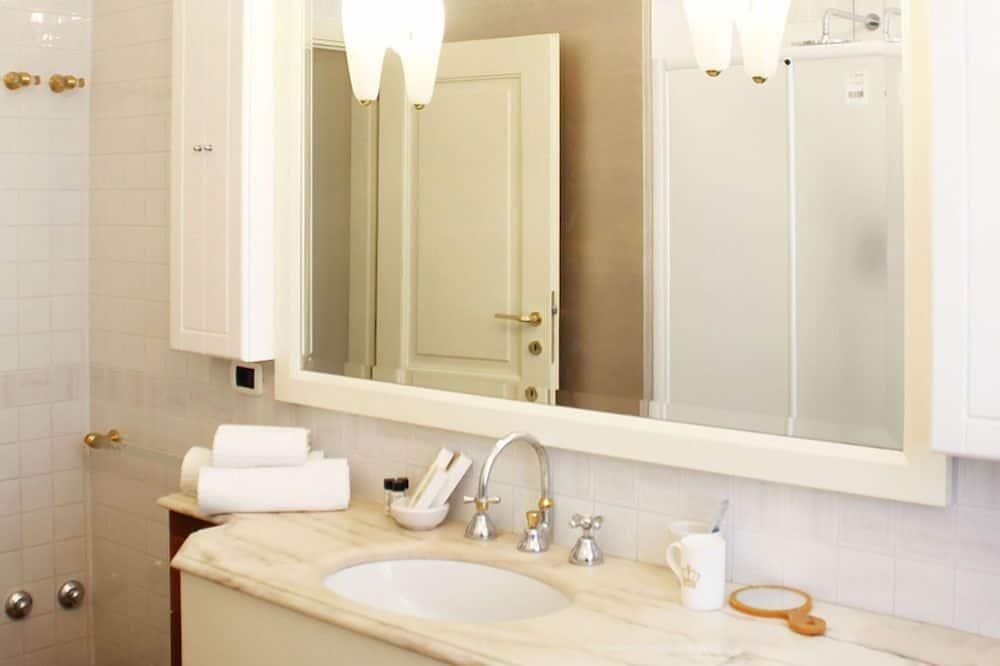 Superior Suite, Balcony, City View (Fellini) - Bathroom Sink