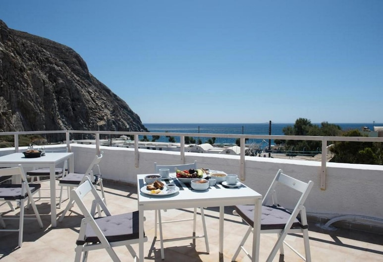 Magma Rooms, Santorini, Outdoor Dining