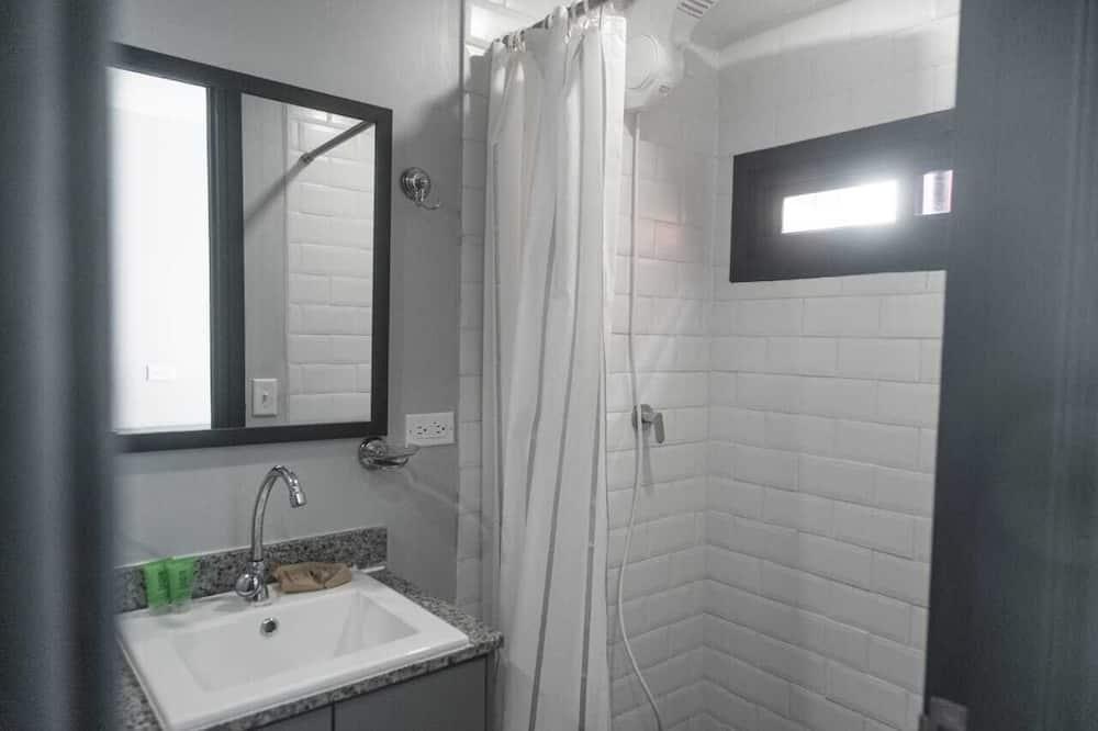 Studio, 1 dobbeltseng, kjøkken, utsikt mot byen (Studio Apartment) - Bad