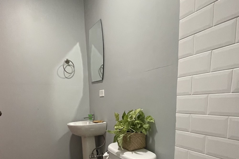 Studio, 1 Double Bed, Kitchen, City View (Studio Apartment) - Bathroom Shower