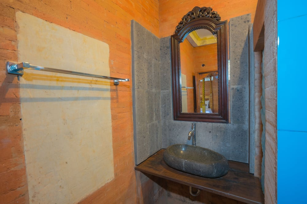 Deluxe Room (AC without TV, Free 15 Minute Massage) - Bathroom