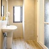 Double Room (202) - Bathroom