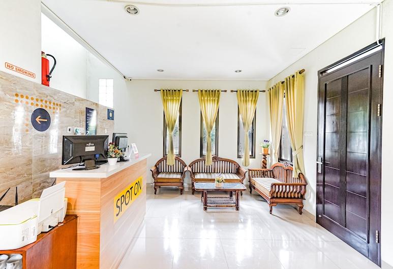 SPOT ON 2062 Doublet Guest House, Bandung, Recepcja