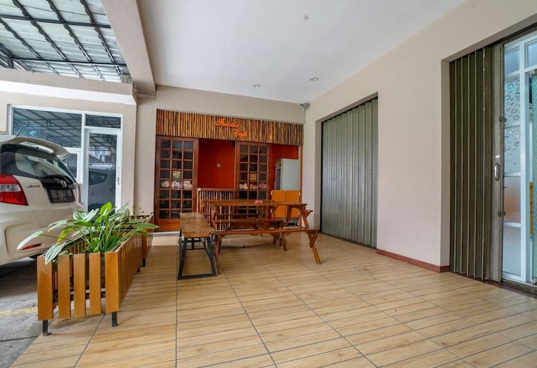 OYO 2067 Fedith Kost Syariah, Palembang, Hotellinngang