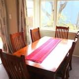 منزل - ٤ غرف نوم - تناول الطعام داخل الغرفة