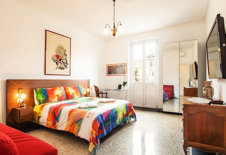 Vatica B&B, Rome, Family Double Room, 1 King Bed, City View, Tower, Guest Room