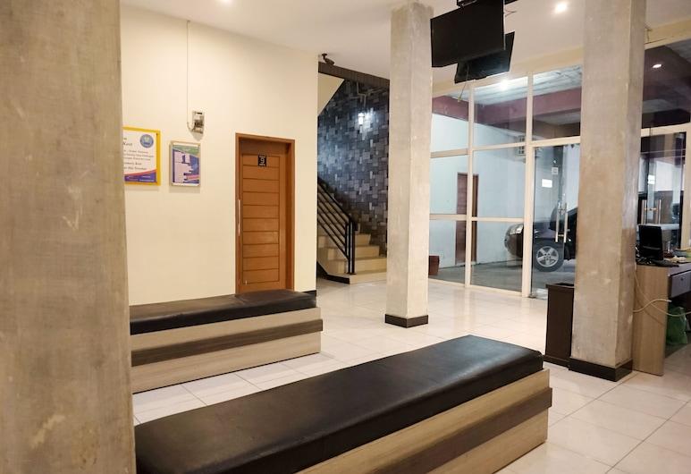 OYO 2078 Rosemary Residence Syariah, Медан, Фойє