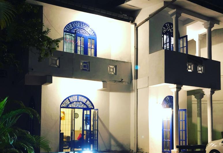 Backpack Hostel 44, Colombo, Otelin Önü - Akşam/Gece
