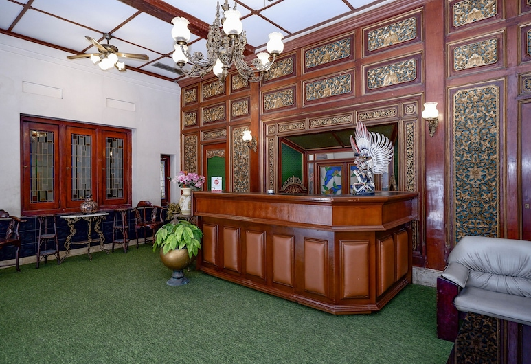 OYO 1644 ホテル フリヤ ケンチャナ, Surakarta, フロント