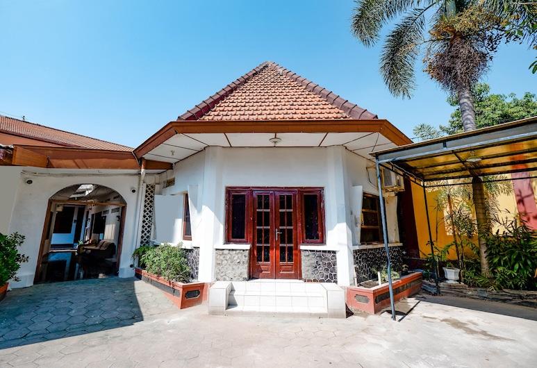 OYO 1644 Hotel Griya Kencana, Surakarta, Udendørsareal