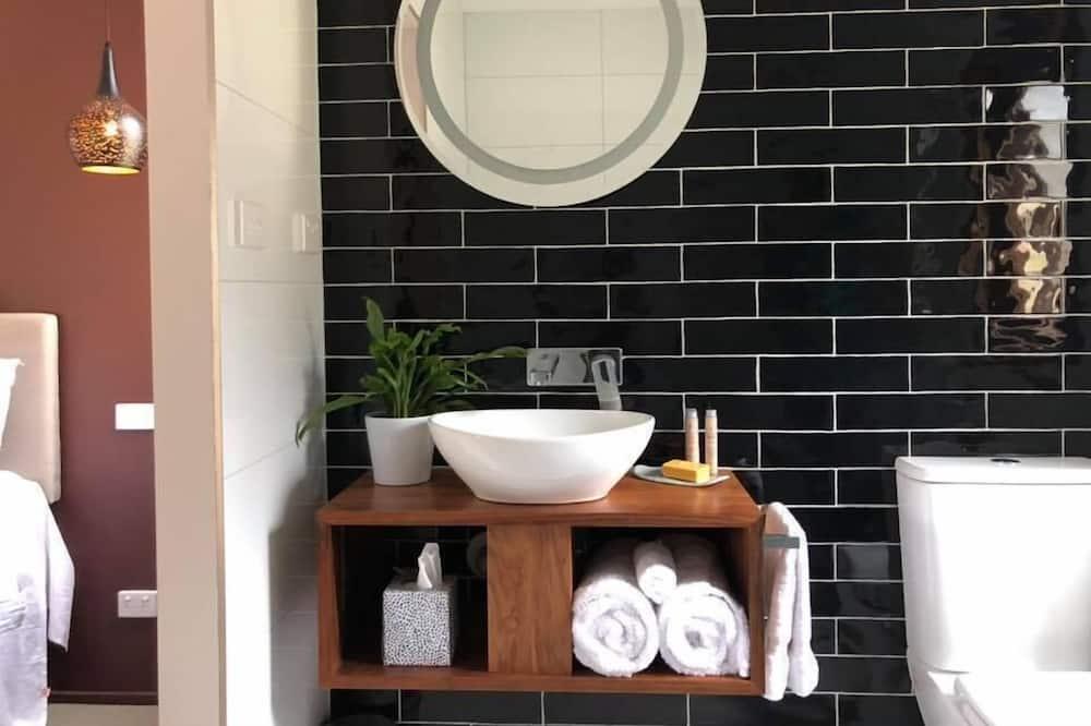 Luxury Cabin - Bathroom