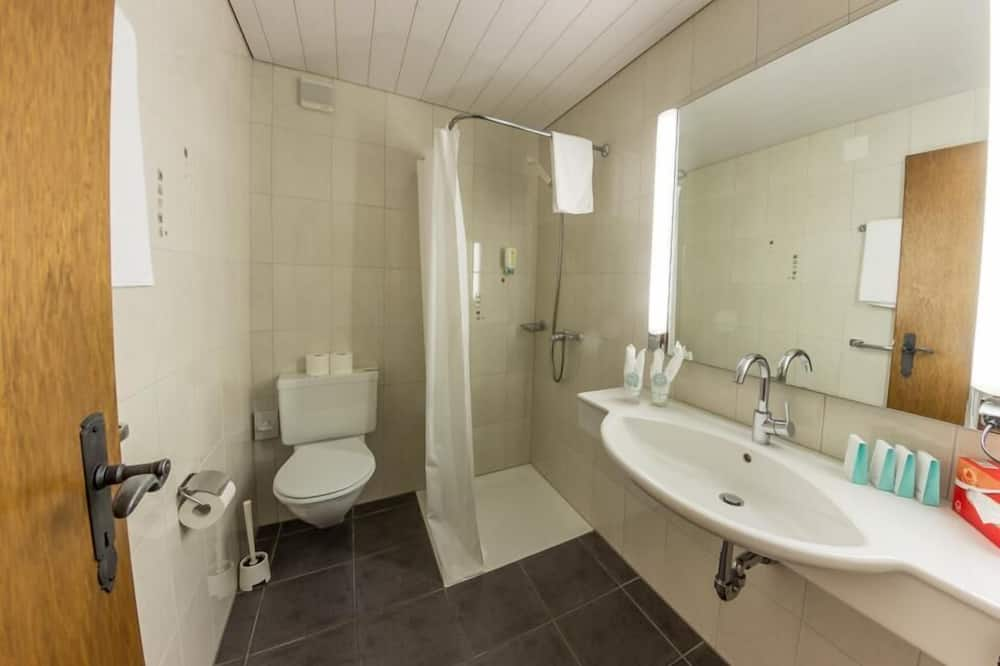 Kamer, Meerdere bedden, gemeenschappelijke badkamer (6) - Badkamer