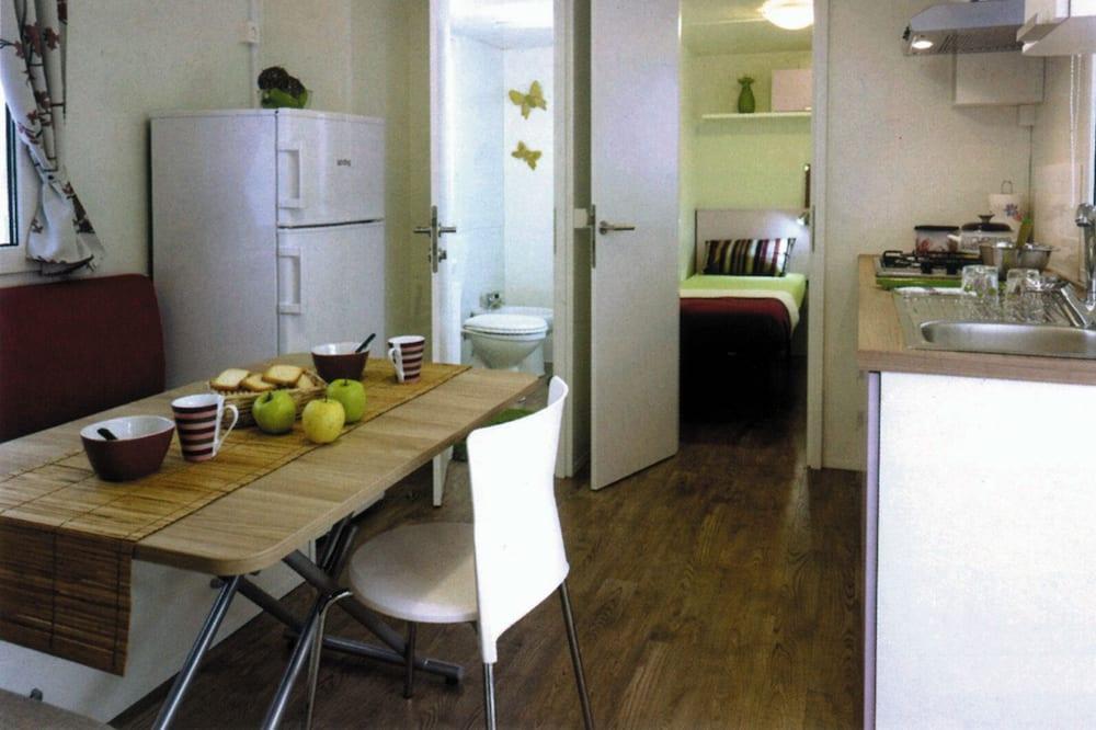בית נייד (קרוואן) - אזור אוכל בחדר