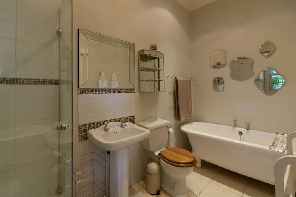 Family Double or Twin Room - Bathroom