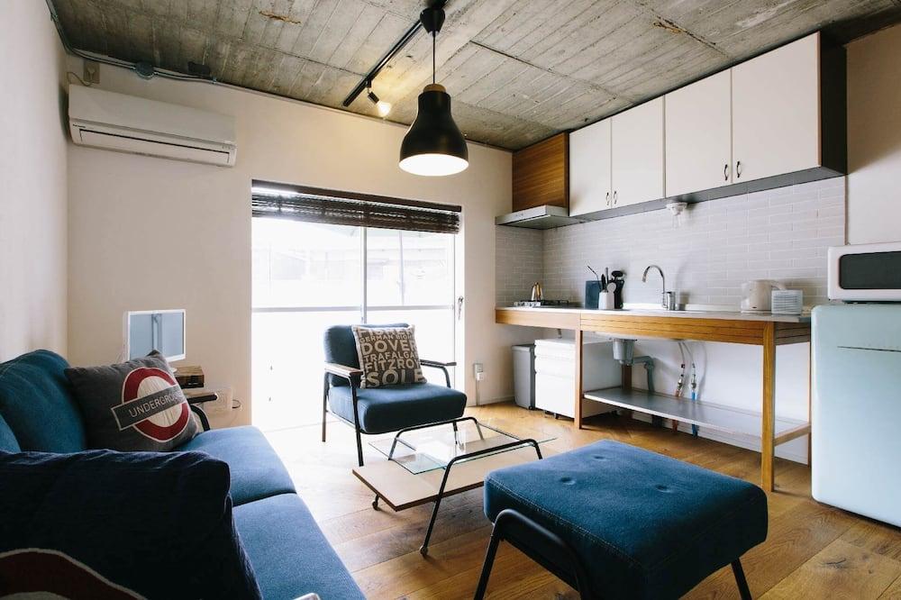 Room (106) - Living Area
