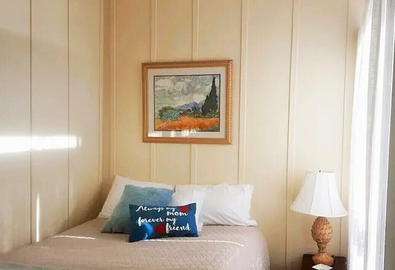 June Lake Chalet, 2 is Located in the Quintessential June Lake Village, จูนเลค, ห้องพัก