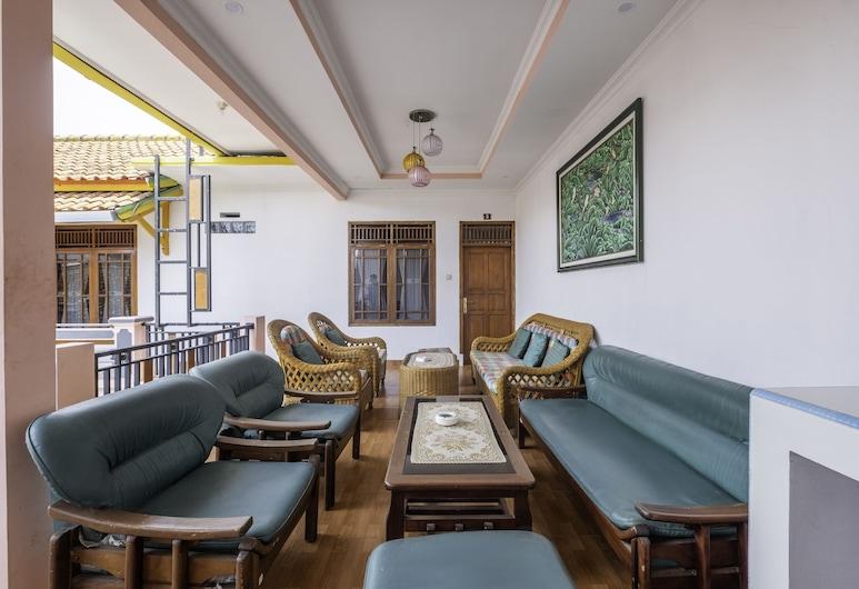 OYO 1541 Puri Cikole Asri, Lembang, Sitteområde i lobbyen