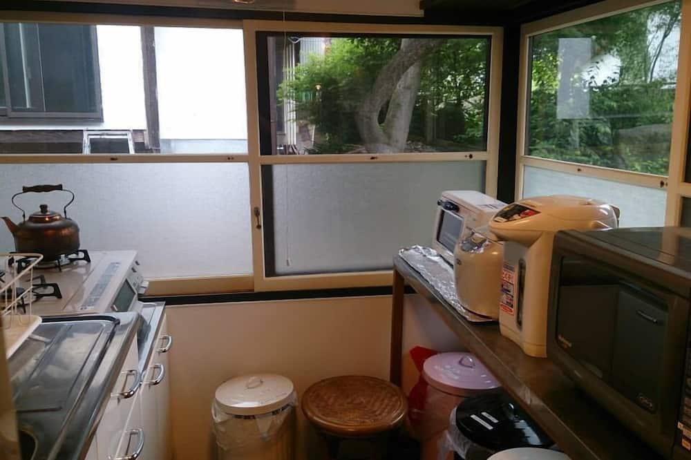 传统客房 (Japanese Style for 5 Guests) - 共用厨房设施
