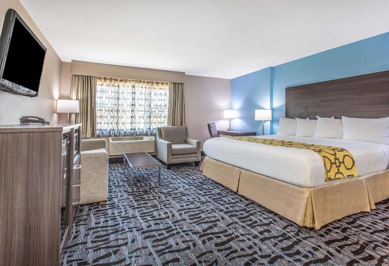 Baymont by Wyndham Joliet, Joliet, Deluxe Studio Suite, 1 King Bed, Non Smoking, Guest Room