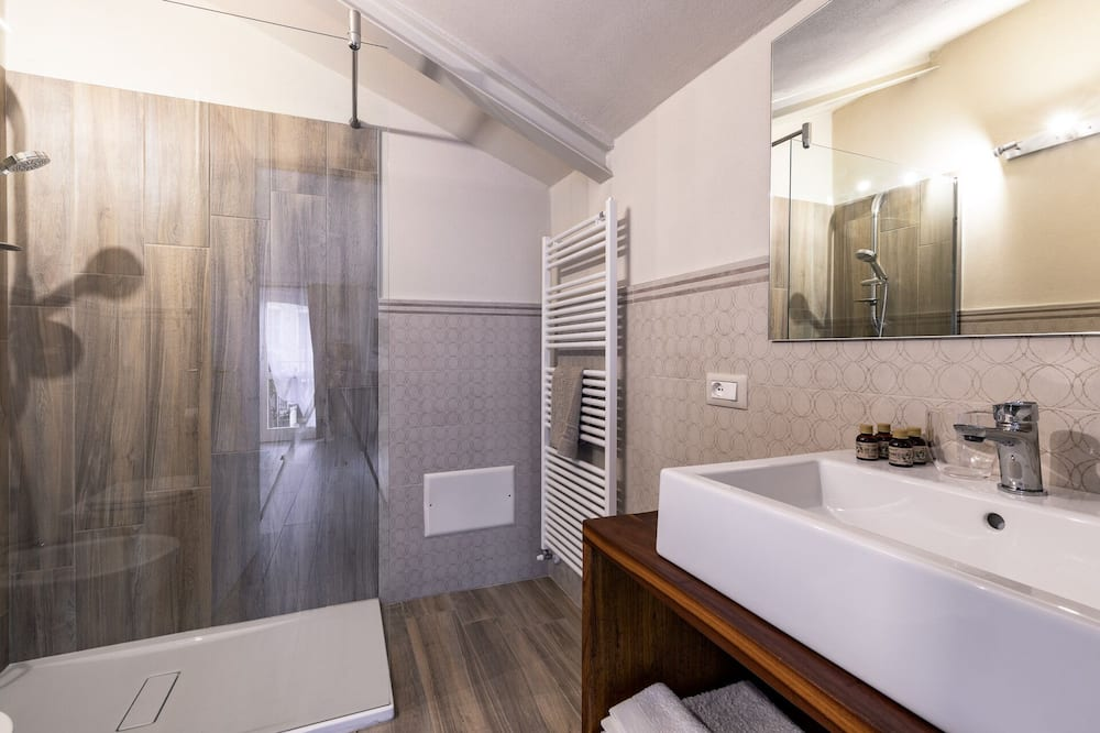 Kahden hengen huone, Näköala mäelle (Sole) - Kylpyhuone