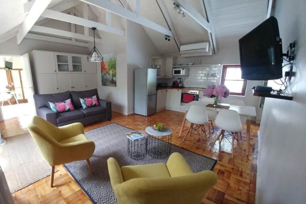 Luxury Apartment, 1 Bedroom, Kitchenette, Garden View - Living Area