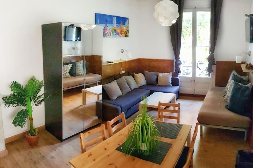 Room, Shared Bathroom (Bau R3) - Living Area