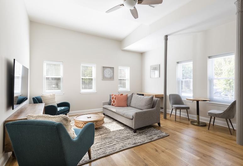 Deedee's Mansion on Wayne, Jersey City, Apartment, 2 Bedrooms, Living Room