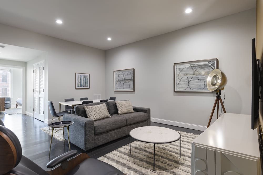 Deluxe Apartment 2 - Living Room