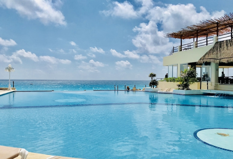 Beach and Ocean Front Apartments 1, Cancún