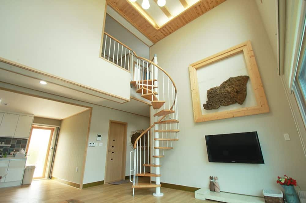 Room (Duplex, 45PY) - Living Area
