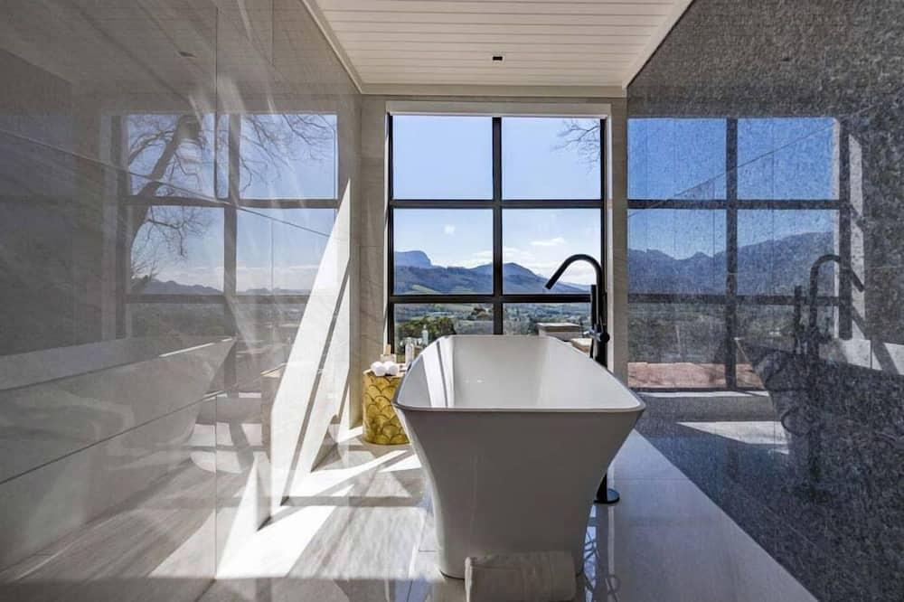 Suite (Africa) - Bathroom