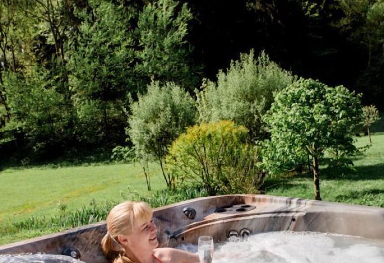 Jagdhaus zur Bischofsmühle, Helmbrechts, Outdoor Spa Tub