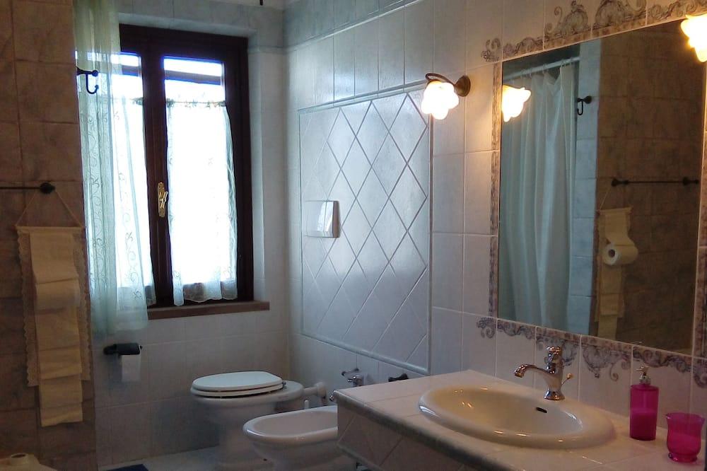 Triple Room, Private Bathroom (External) - Bathroom