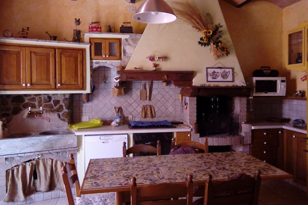 Triple Room, Private Bathroom - Shared kitchen