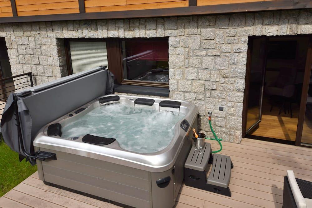 Deluxe Apartment (104) - Private spa tub