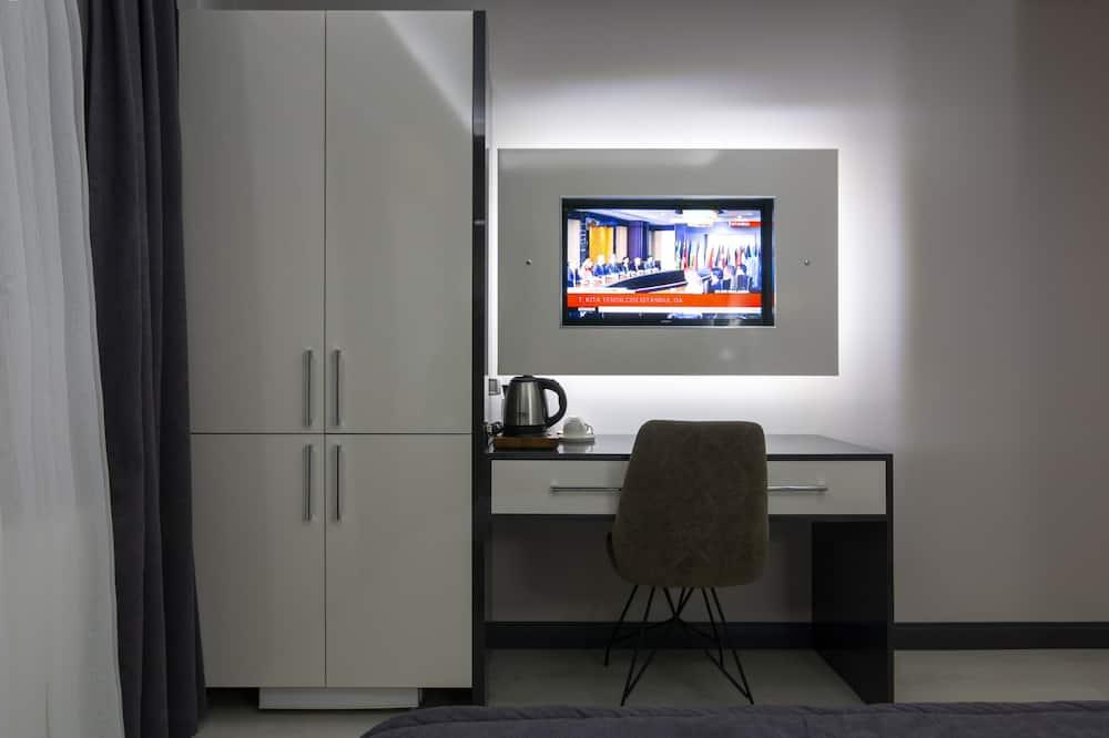 Superior Suite, 1 Queen Bed - In-Room Dining
