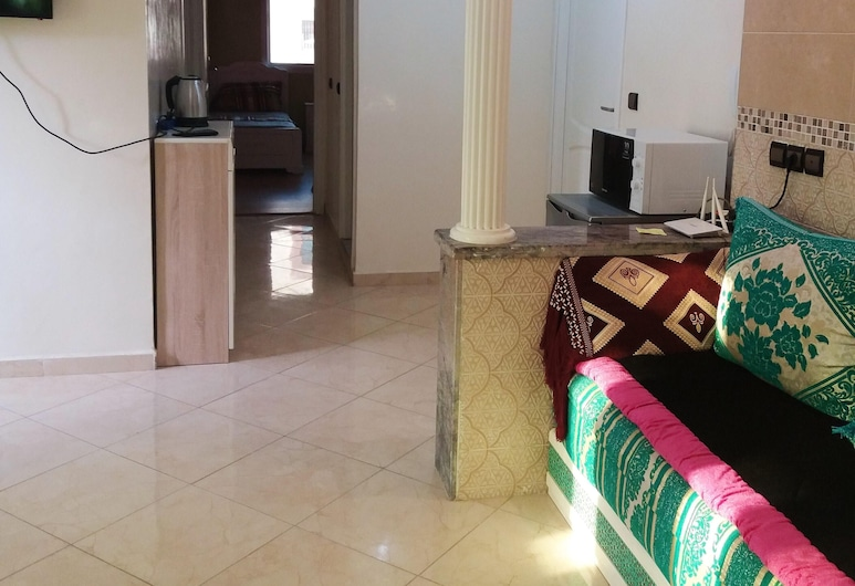 Apartment With 2 Bedrooms in Kenitra, With Wonderful City View, Furnished Terrace and Wifi - 10 km From the Beach, Kenitra, Salle de séjour
