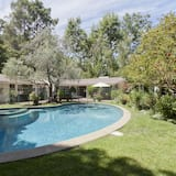 Sullivan Canyon by Onefinestay