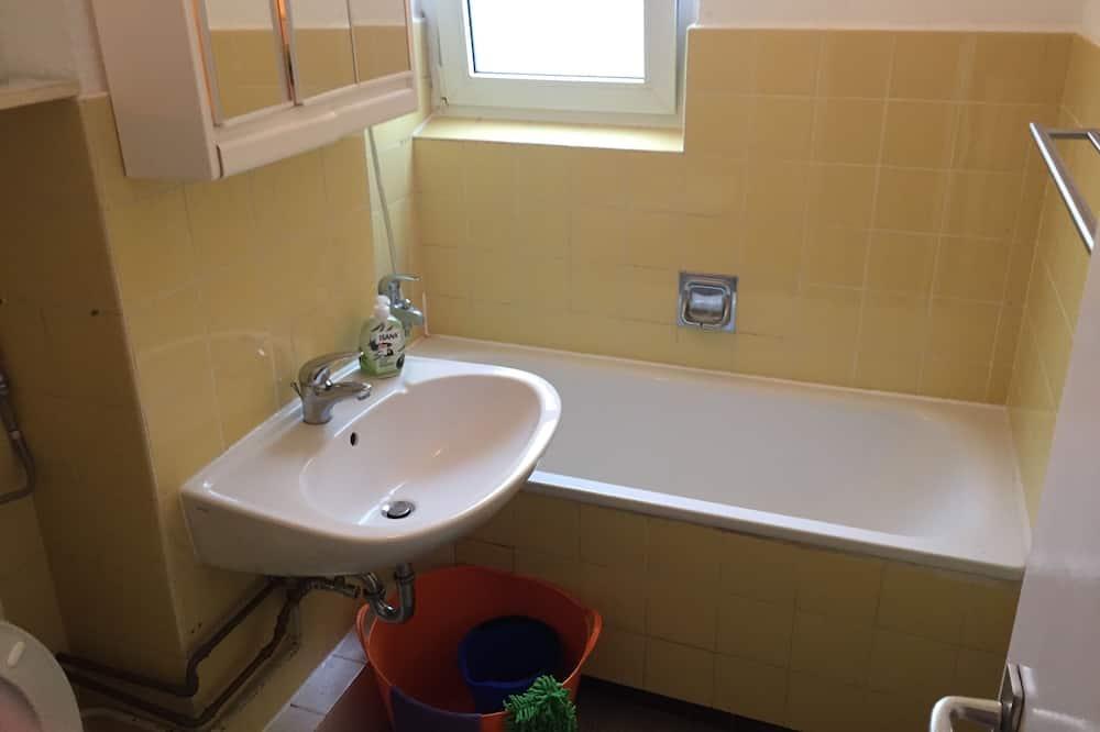 Standard Apartment, 4 Bedrooms - Bathroom