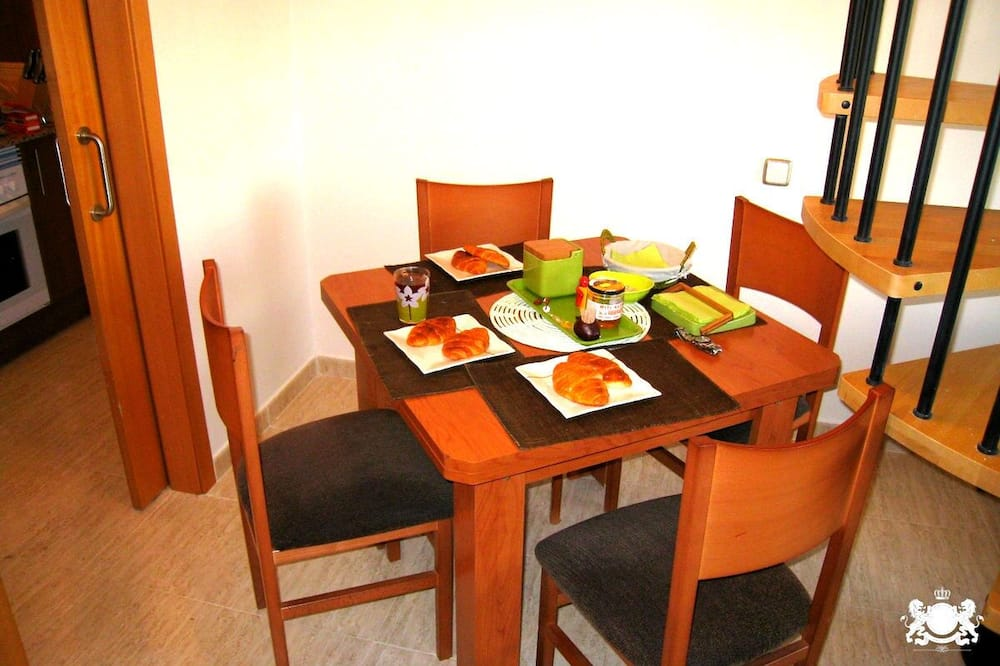Economy Apartment, 1 Bedroom, Sea View - In-Room Dining