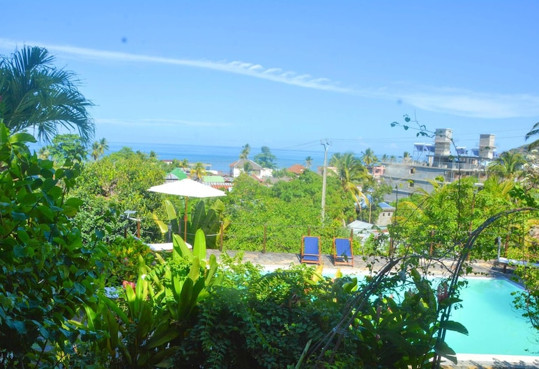 Villa With 3 Bedrooms in Nosy Be, With Wonderful sea View, Private Pool and Furnished Terrace - 4 km From the Beach, Nosy Be, Terraza o patio