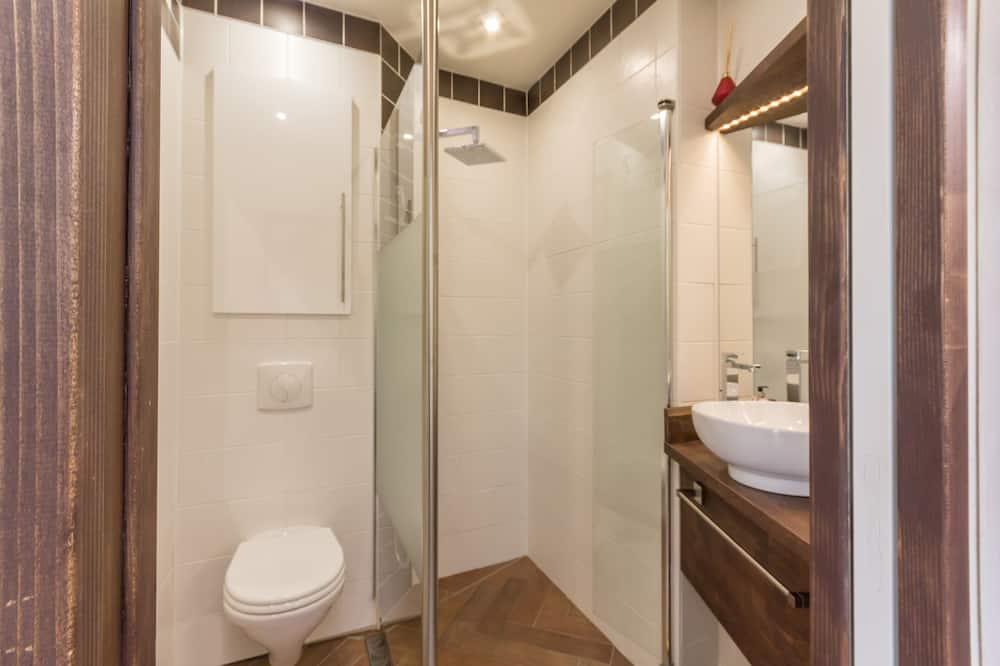 Neljän hengen huone (Cilaos) - Kylpyhuone
