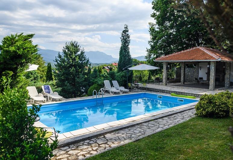 豪華綠洲別墅附泳池酒店, Sarajevo
