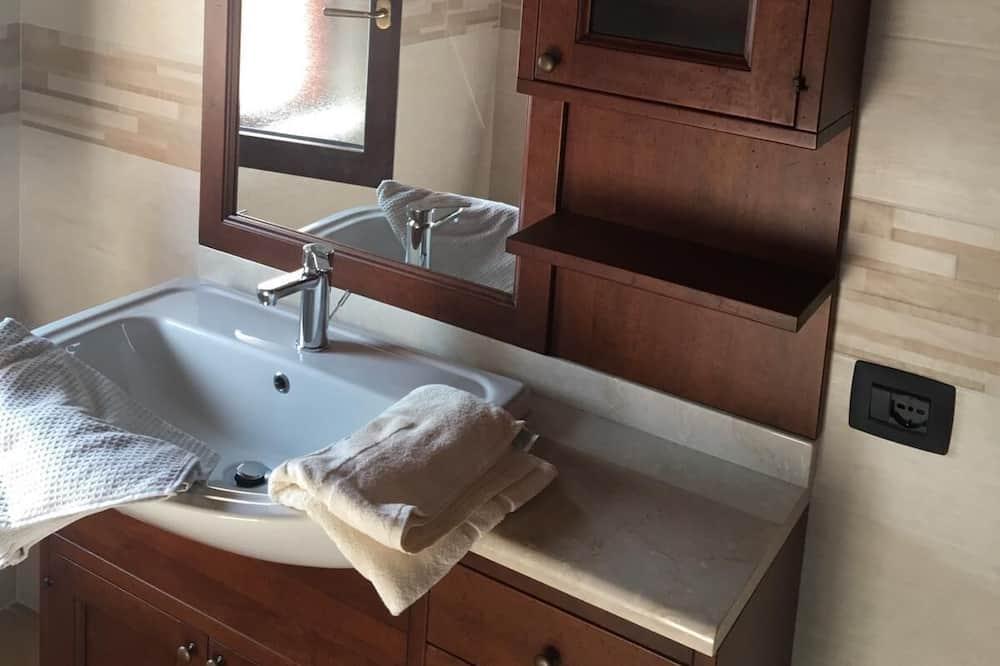 エコノミー ダブルルーム 専用バスルーム (External) - バスルーム