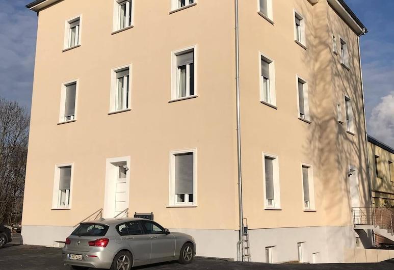 Godorfer Burg Monteuer Zimmer, Wesseling, Hotel Front